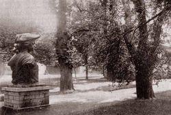 Бюст, оставшийся от памятника Петру I. 1930 год.