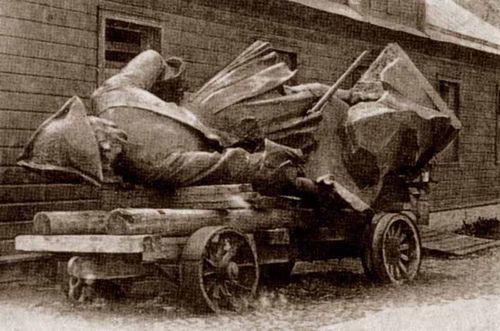 Демонтированный монумент. 1922 год.