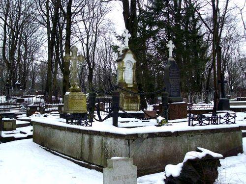 Могила Изыльметьева в Таллине.