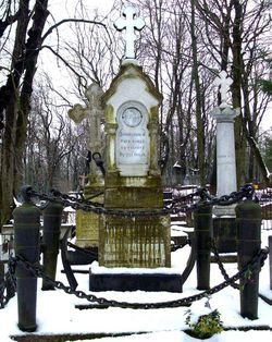 Могила Изыльметьева на Александро-Невском кладбище.