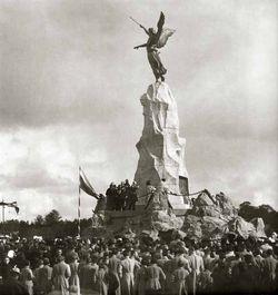 Панихида о жертвах катастрофы во временя открытия памятника. 1903 год.