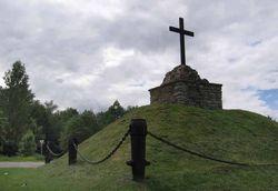 Памятник в Сивертси. Вид со стороны реки Наровы.